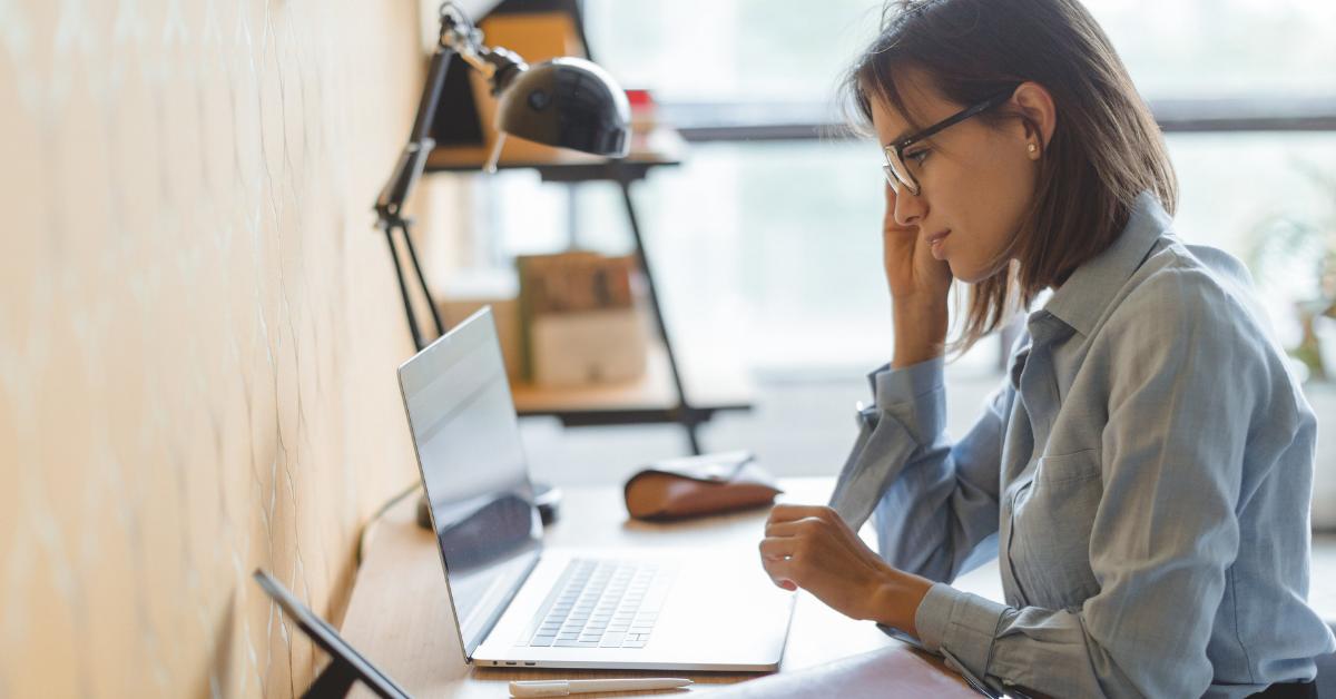 Woman finding financial advisor online